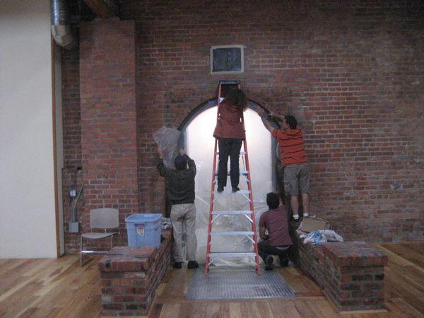Sealing_doorway_between_buildings